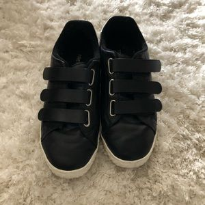 Tretorn black leather shoes